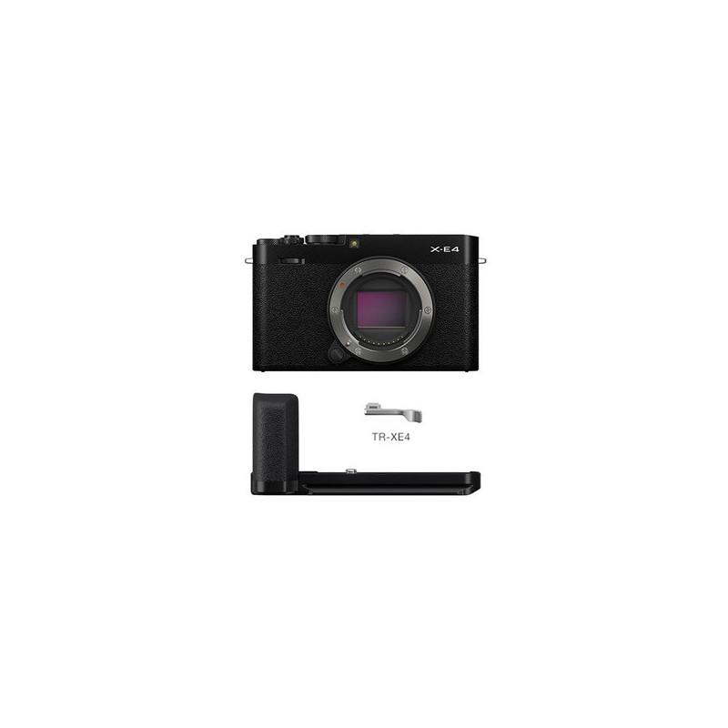 Fujifilm X-E4 Nera con impugnatura MHG-XE4 e kit di appoggio per pollice TR-XE4