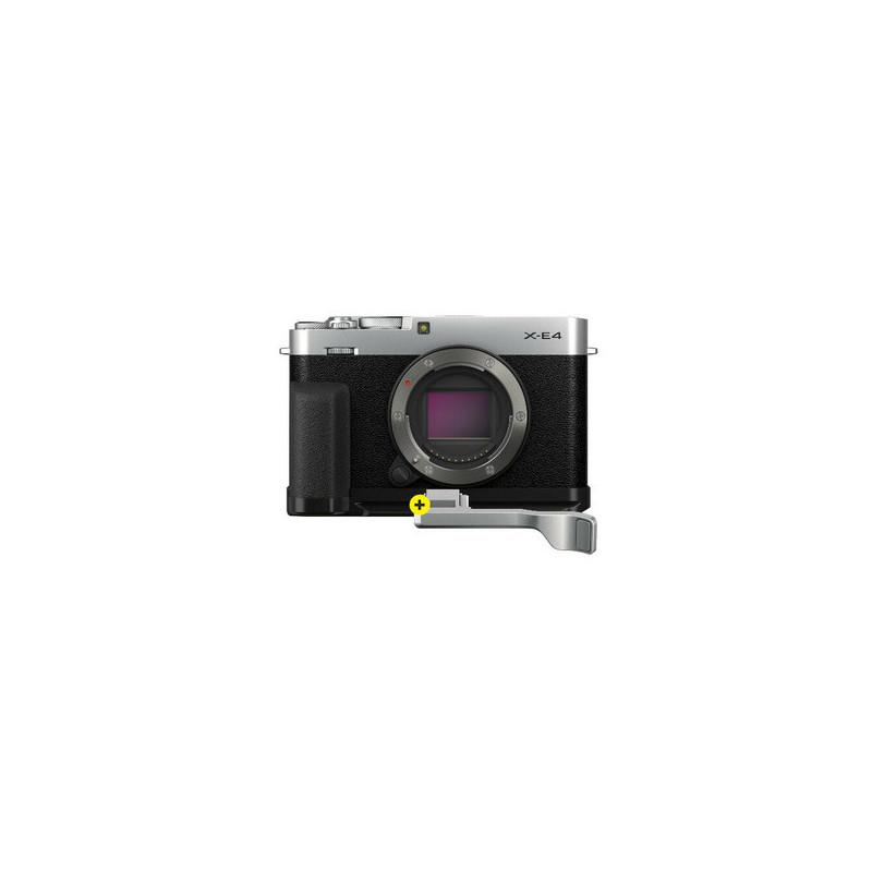 Fujifilm X-E4 Silver con impugnatura MHG-XE4 e kit di appoggio per pollice TR-XE4